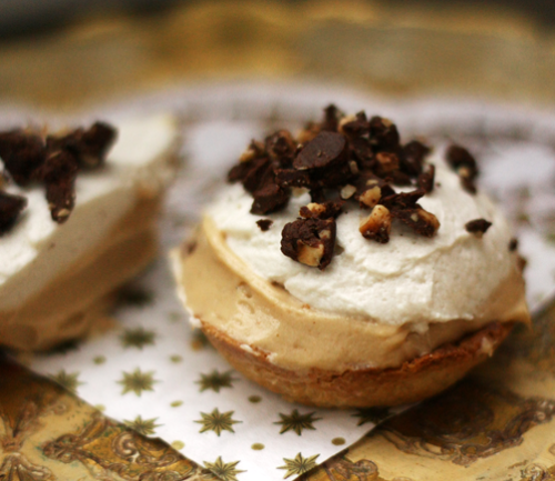 findvegan:  Vegan Peanutbutter Cream Tartelettes to share!
