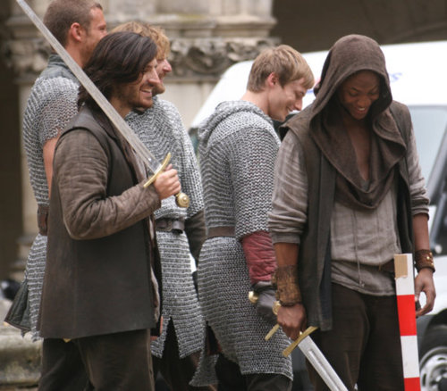 elegantpaws:  Knights snickering….have a good day, ladies and gents!  #i am not sure what is going on with elyan's outfit but i know i like it