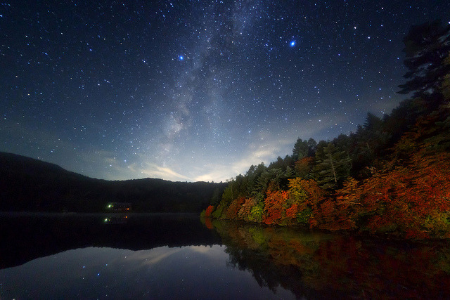 cwnl:  Autumn Lake Galaxy Copyright: Masahiro Miyasaka