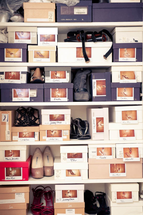 keep shoe closet organized with polaroids (via sucre-chic)