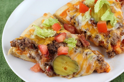 kitlife:  Cheeseburger Pizza (via blogchef)
