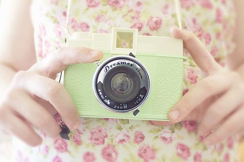 Fotos são registros eternos, lembranças guardadas. Viva o dia mundial da fotografia com muitos fleches . .- Jennifer Azevedo