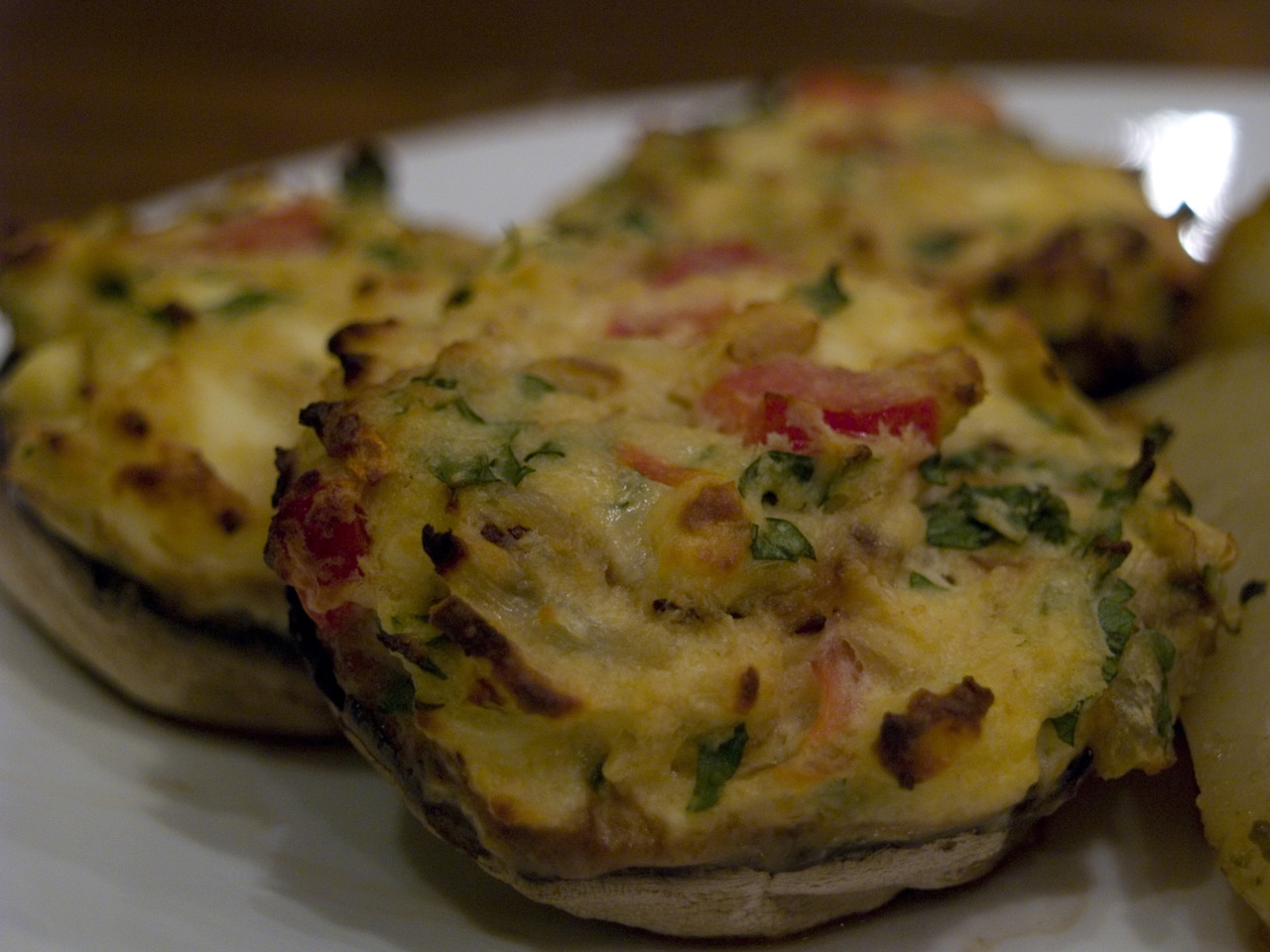 cravingsforfood:  Cheese-stuffed mushrooms. Recipe here.