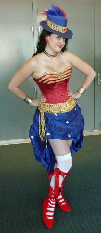 comicbookcosplay:  Burlesque Wonder Woman  I don't get how that's burlesque. It is not good whatever it is.