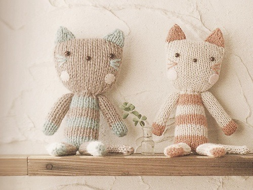 snowofmarch:  knitted kittens *-* perfect. simply perfect.