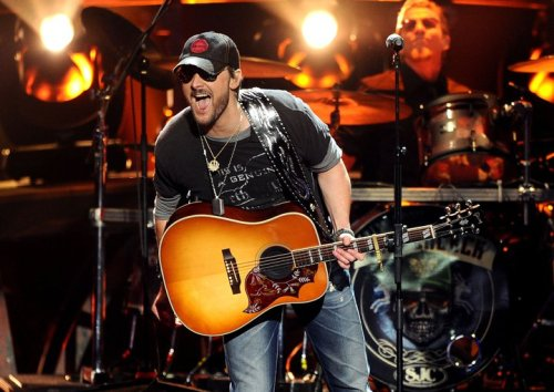 morningrein:  I am seeing Toby Keith and Eric Church come September 9th!
