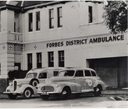 hellolittlehellion:  1938 Dodge & 1946 Chevrolet Forbes District Ambulances