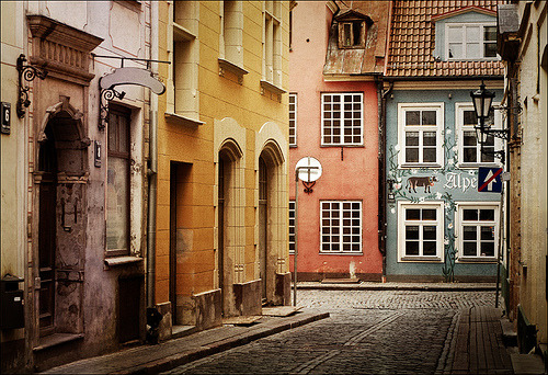 16brooms:  platea:  Old street in Riga, Lativa (by Oly ;))  OMG, MY COUNTRY, MY CITY the country is called LATVIA. omg. beautiful.