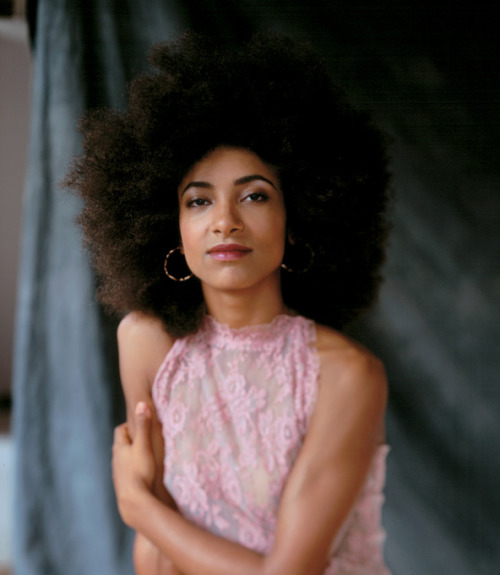 atane:  Baby's Got Bass - A feature article on Esperanza Spalding in the NY Times. Full read here.  Inspirational!