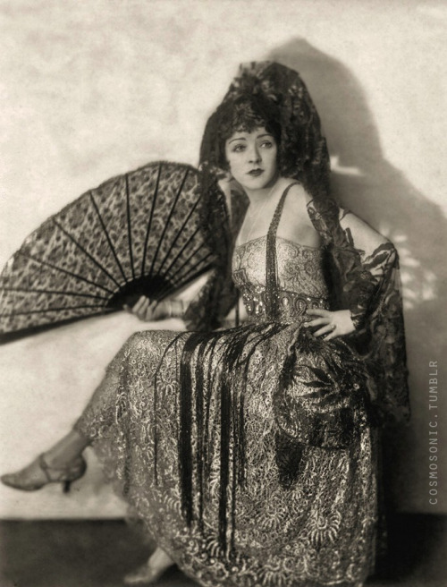 cosmosonic:  ziegfeld girl