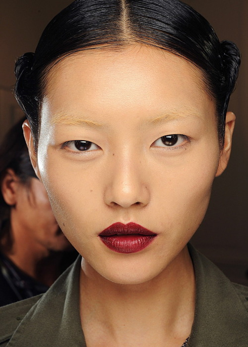 highqualityfashion:    Yves Saint Laurent S/S 2011 backstage - Liu Wen