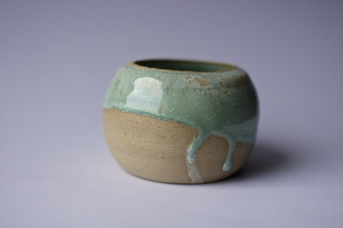 Just finished a class with Garnet McCulloch, an amazing pottery teacher based here in Glasgow. Here's an utterly impractical creation; this one is one of the most practical, too. Hmmm.