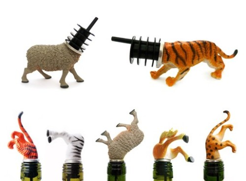 Animal Wine Stoppers. I've been posting plastic animal crafts for a while - the spray painted plastic animal candle holders, the plastic animal sign holders, etc… But now they've gone high class. Designed by Charlotte van der Horst from the Netherlands, thay can be purchased for between $24 and $33 at Designboom here. How easy would this be to DIY?