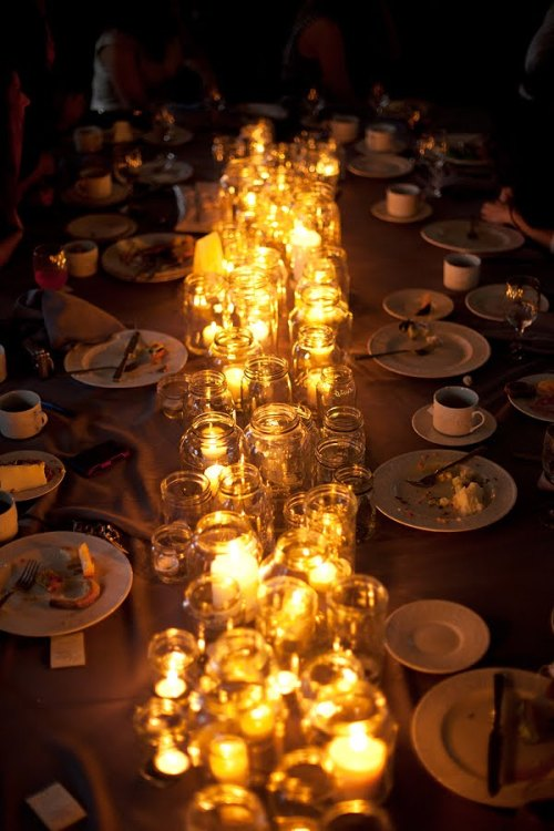 a-ladys-findings:  Ahhh…. Dinner by candlelight with mason jars! A must do!