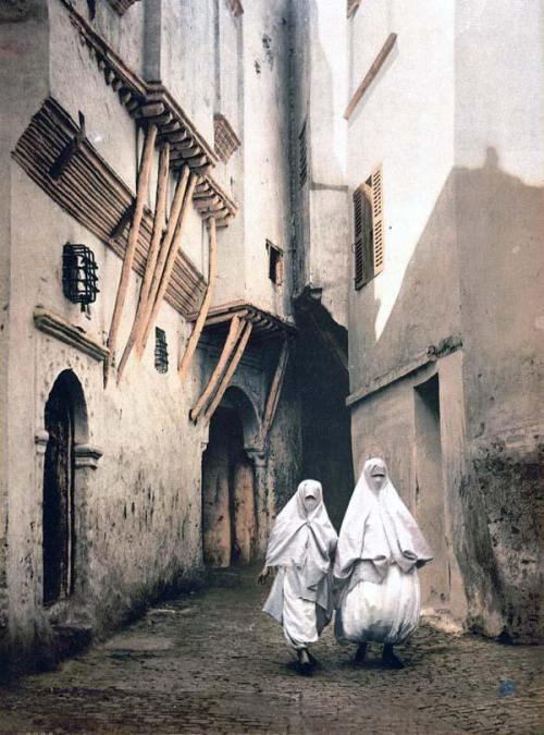 Red Sea street, Algeria, 1899