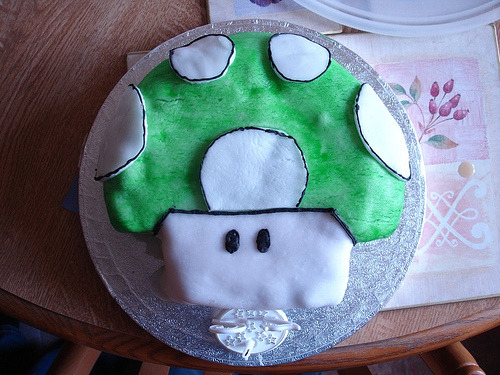 notoriouscupcakes:  1up cake