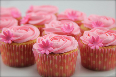 diet-killers:  Pretty Pink Cupcakes (by Coco Jo Cakes)