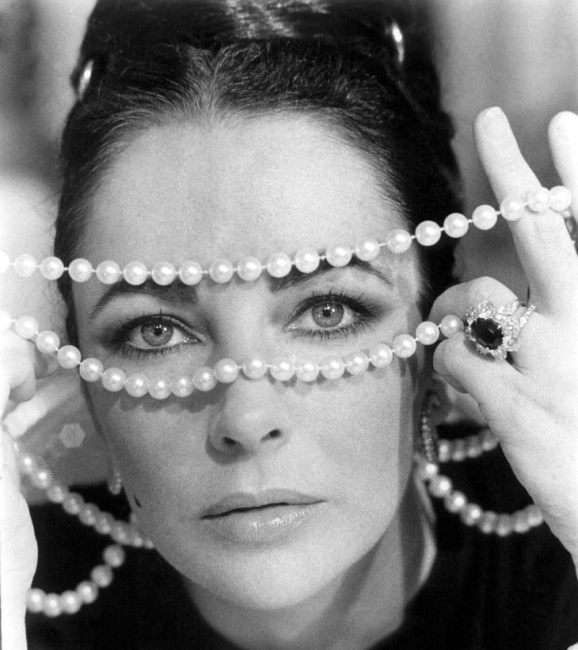 Elizabeth Taylor in Ash Wednesday (1973). (Source)