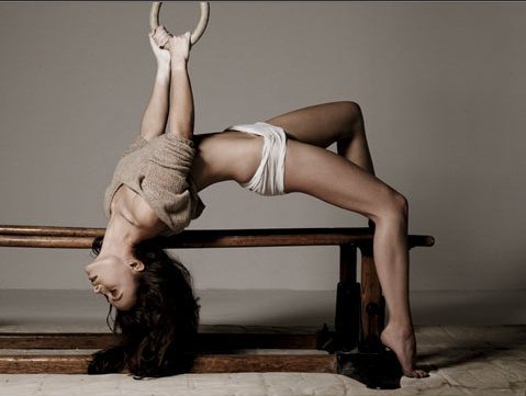 my dreamgirl, Olivia Wilde, doing gymnastics.