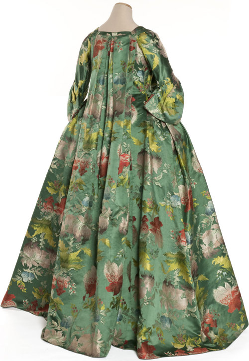 fripperiesandfobs:  Robe volante ca. 1735 From the Musée Galliera