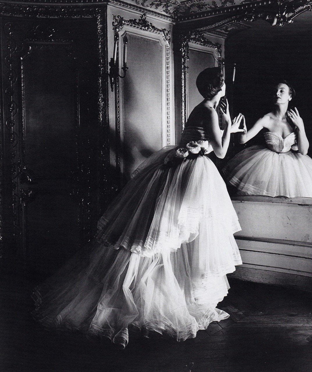Mary Jane Russell in Dior, 1950Photographer: Louise Dahl-Wolfe