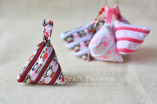 icouldmakethat:  Sew | Zip-Itself Coin Purse | Free Pattern & Tutorial at CraftPassion.com That is COMPLETELY INSANE.