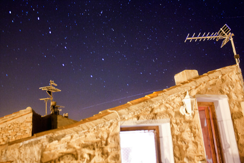 Tried snapping the #ISS on the second pass (for me). This came up better than the other one i think, though it was less bright and it passed lower. Stack of 7 pics. (#ISS trail above the roof) Big dipper says hello too!! :3