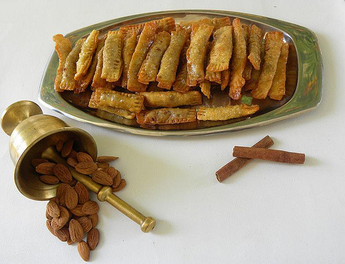 thecakebar:  Daktyla (Fried Lady Finger Pastries) w/ Almonds and Dusted Cinnamon   With almonds and cinnamon… my mum would love these pastries :-D