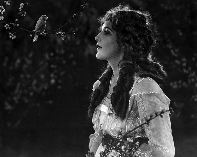 Mary Pickford..