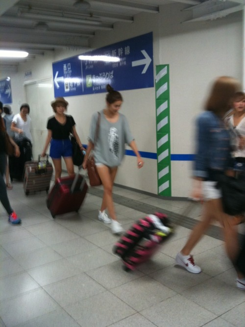 kahi-babe:  U-ie , Raina, Juyeon…….and Kahi's feet