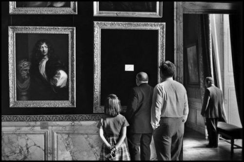 photo: Elliott Erwitt, Versailles, 1975.   I went to the ICP and it was so good! The Elliott Erwitt exhibition was super awesome, and I had no idea that I had seen so many of his photographs before. They also had a small exhibit of survey photographs the US military took right after the atomic bomb drop on Hiroshima that was really heartbreaking. Everyone should go!