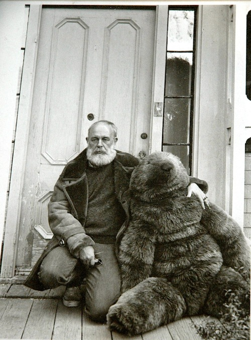 sugarmeows:  Edward Gorey and a giant teddy bear  Why don't *I* have a giant teddy bear?