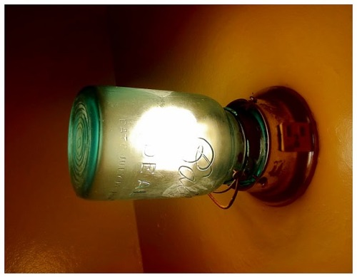 (via SEMI: ∆DIY∆ Ball Jar Light Fixture)