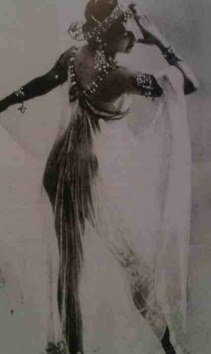 Margaretha Geertruida Grietje Zelle MacLeod, AKA Mata Hari, 1910