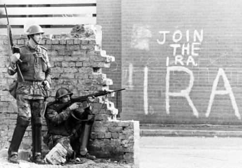 sniperatwork:  IRA graffiti in the Bogside area of Derry.