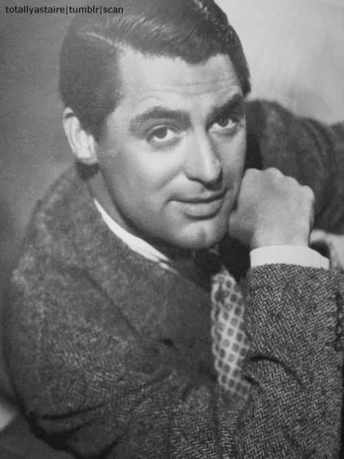 oldhollywoodfans:  totallyastaire:  Cary Grant ;)  I just died a little. OMG.