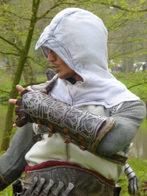 fuckyeahcreedcosplay:  Altair  THIS GUY.