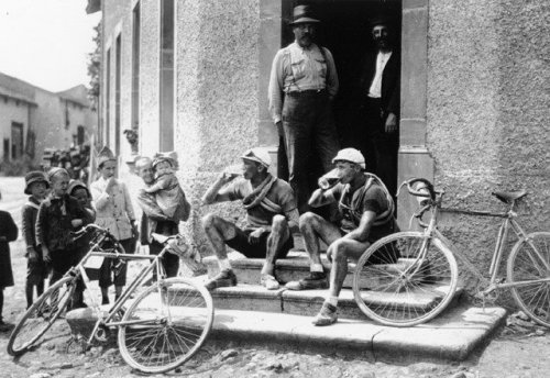 Classics of the Tour de France - '1921: Swiss racers Colle and Parel take a break in Dalstein, Moselle'