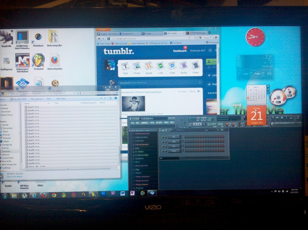 Computing on the big screen! Hell yea! In my geek mode 8D