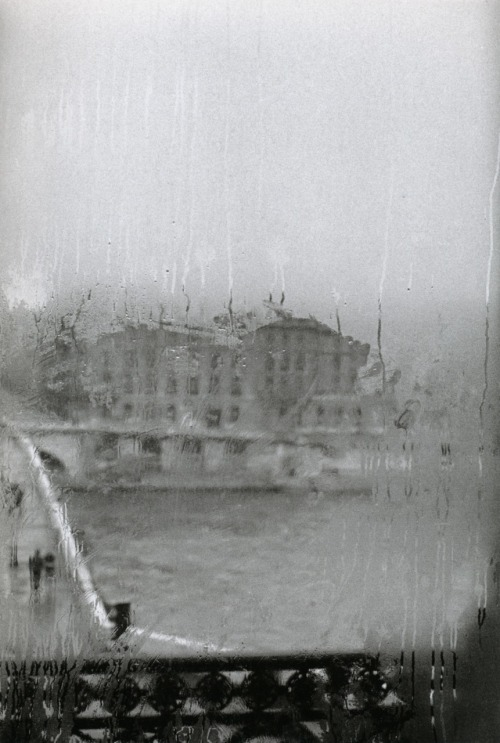 liquidnight:  Édouard Boubat Quai Voltaire Paris, France, 1981 From Édouard Boubat: A Gentle Eye
