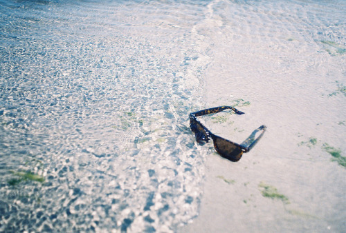 dropped in the sea by Liis Klammer on Flickr.