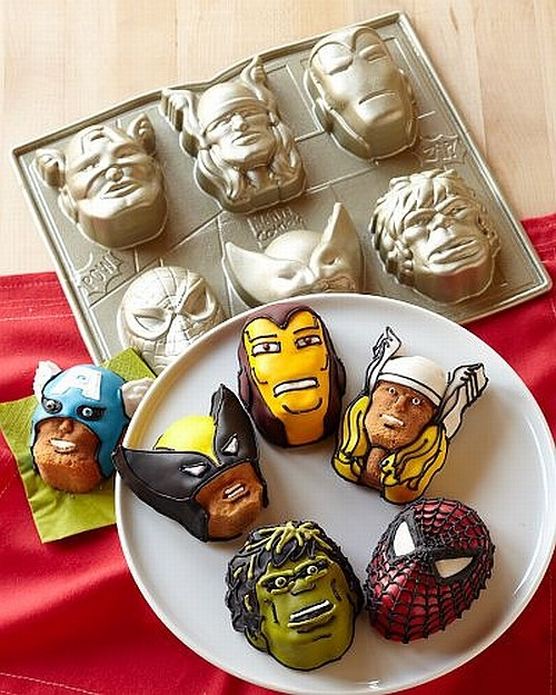 northerndelight:  Marvel Superheroes Cakelet Pan Want