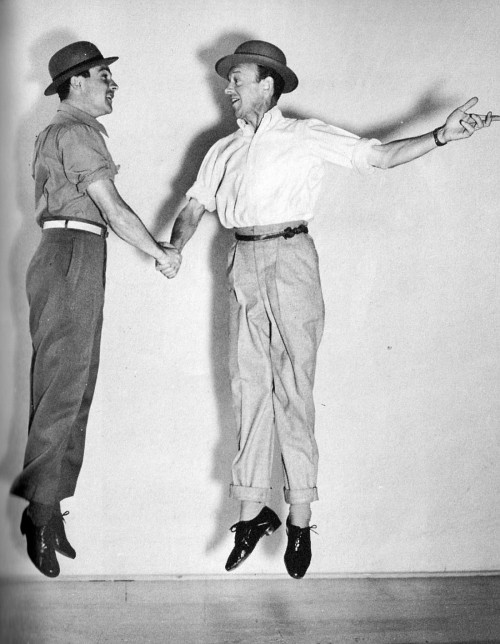 awesomepeoplehangingouttogether:  Gene Kelly and Fred Astaire