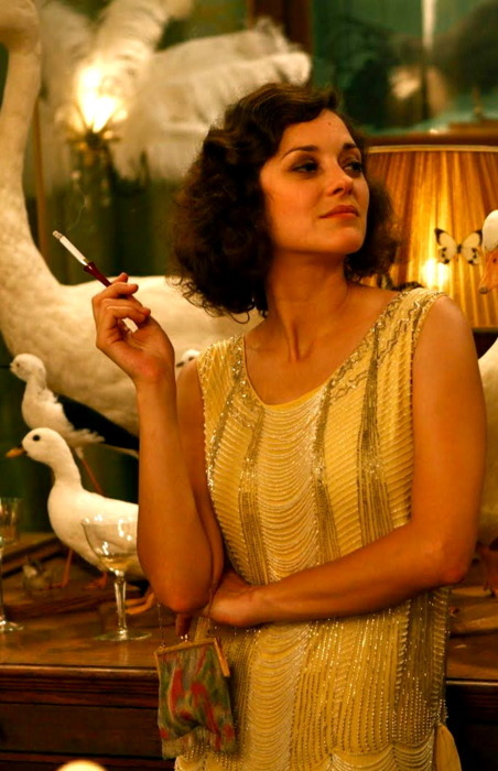 imperfectamenteyo:  Bella Marion :)  I loved Midnight in Paris! And Marion Cotillard is so gorgeous I want to cry.