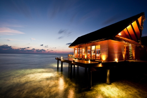 sprenda:  restaurant on the ocean by flamed on Flickr.