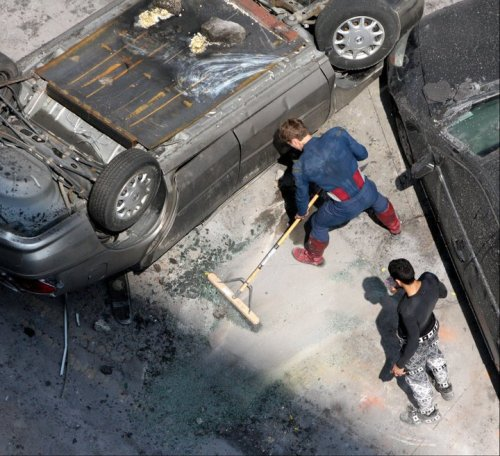 superfries:  chrisevanshasmyheart:   Chris Evans helping clean up even though he doesn't have to because he's the lead actorHe truly is Captain America, isn't he?  Chris Evans sweeping my floor in that suit… HAVE MERCY!  he's like some sort of unicorn