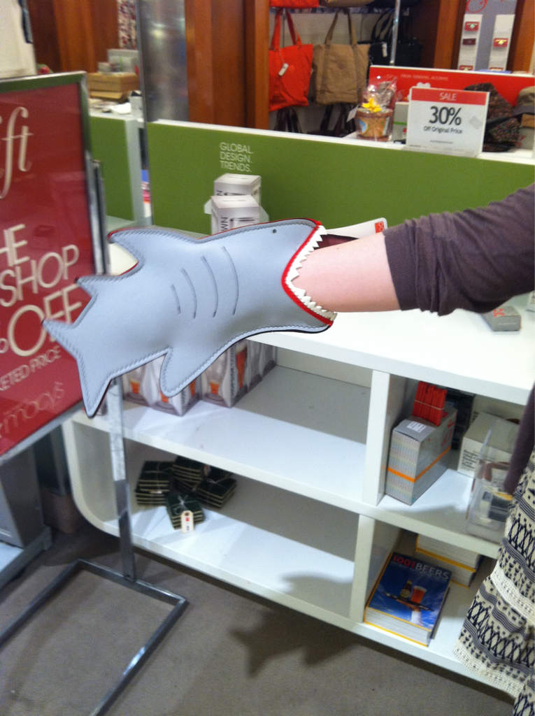 Shark. Oven. Mitt. /via brittneymcbain