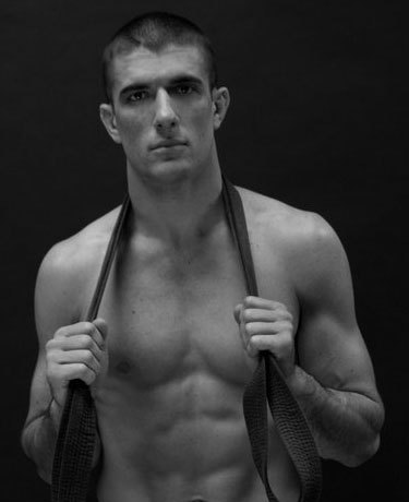 dancetobehappy:  Gracie Jiu Jitsu….Rener Gracie….YES PLEASE!!! ;)  OH HEY. WHO ARE YOU?!