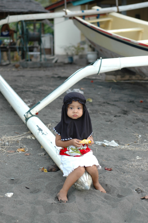 zuleikha:  beauty-gone-right:  Muslim girl by ~kombi-man cute >.<  shooucute.
