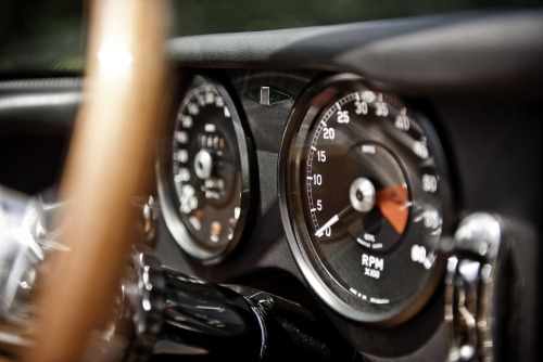 The dash of the Eagle Speedster.